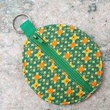 Rond zakje retro met groene rits en sleutelring_