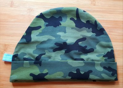 Muts met rand camouflage groen