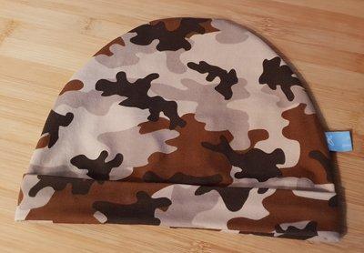 Muts met rand camouflage beige