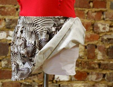 Skort (rokje en short in 1) zebra/wit maat 10 jaar (140)