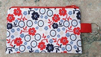 Zakje bloemetjes met rode rits en sleutelring